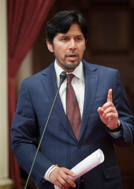Senator Kevin de Leon (D-Los Angeles) speaking before the California State Senate.  Photo courtesy of Senator de Leon's website: http://sd22.senate.ca.gov.
