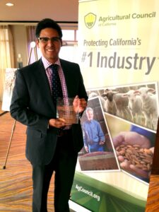 Assemblyman Henry Perea (D-Fresno) with the inaugural Influential Legislator Award
